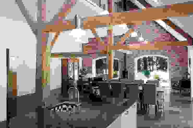 eetkamer en woonkamer, nieuwe situatie:   door Suzanne de Kanter Architectuur & Interieur,