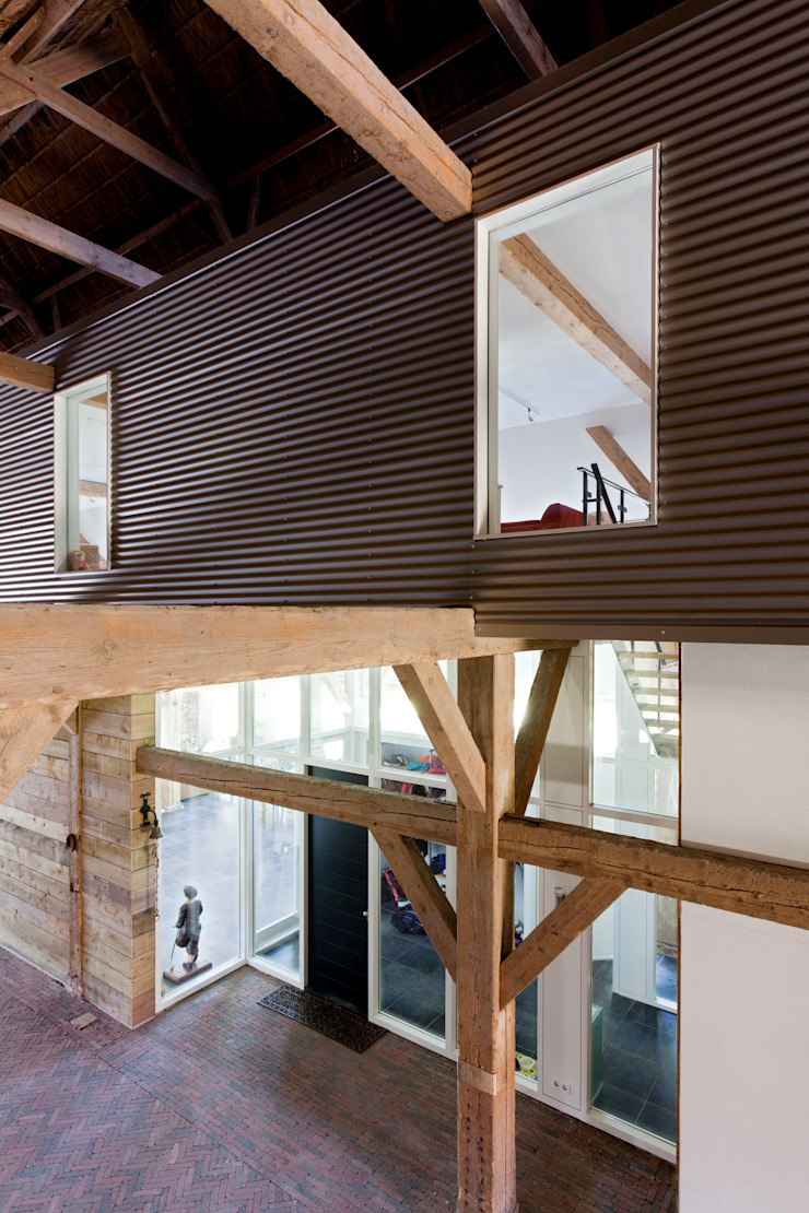 binnengevel in de schuur, nieuwe situatie: modern  door Suzanne de Kanter Architectuur & Interieur, Modern