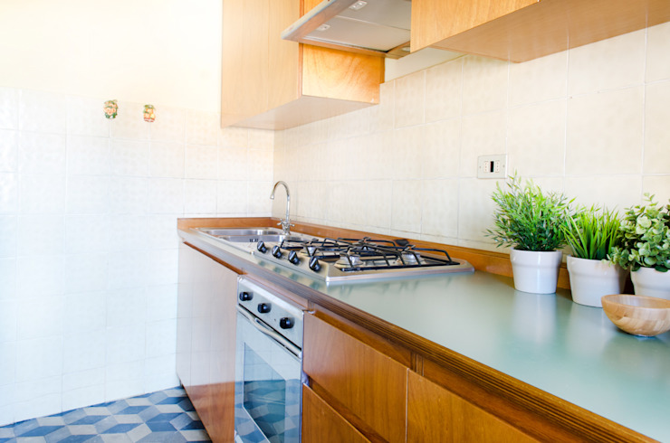home staging casa al mare Cucina in stile mediterraneo di Marianna Leinardi Mediterraneo