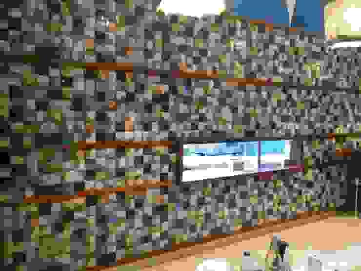 PRAGA tiles in a Lisbon restaurant Espaços de restauração modernos por BARRO Moderno
