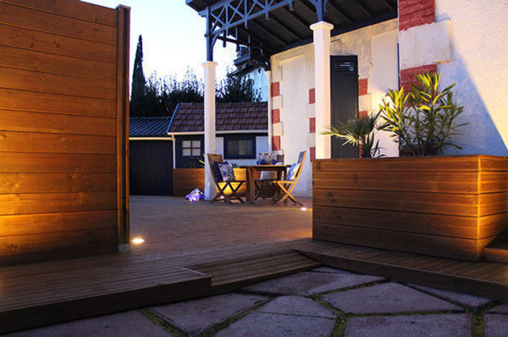 TERRASSE EN BOIS monicacordova Balcon, Veranda & Terrasse modernes