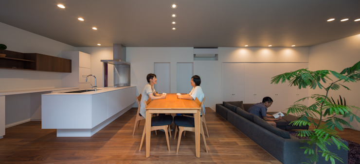 Modern Dining Room by 末永幸太建築設計 KOTA SUENAGA ARCHITECTS Modern