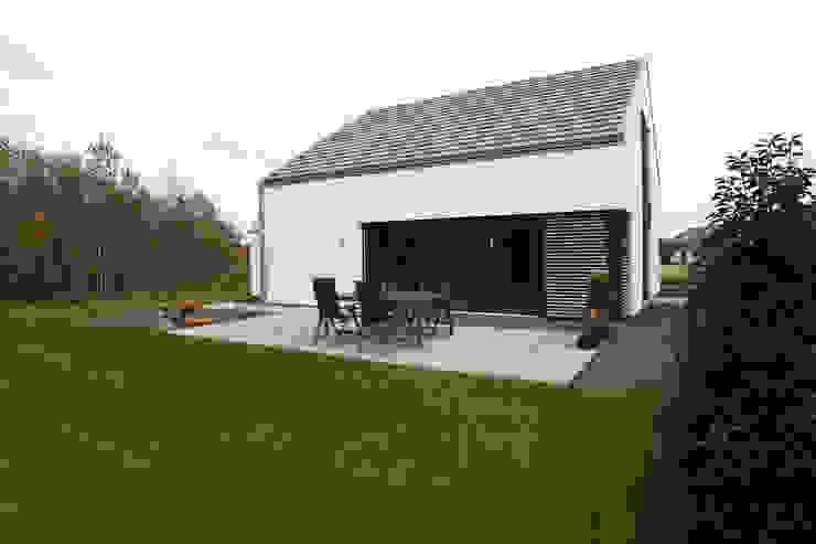 Gartenseite Minimalistische Häuser von Architektur Jansen Minimalistisch