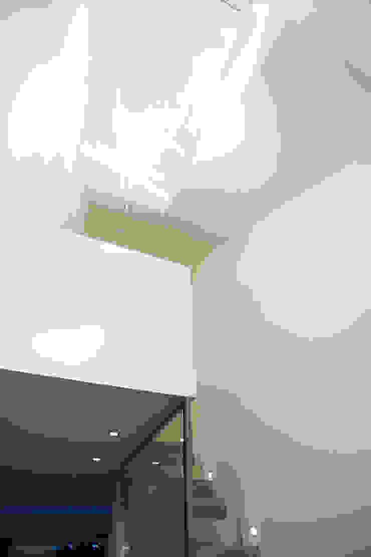 Galerie Minimalistischer Flur, Diele & Treppenhaus von Architektur Jansen Minimalistisch