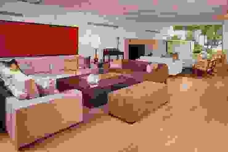Modern Living Room by PLADIS Modern