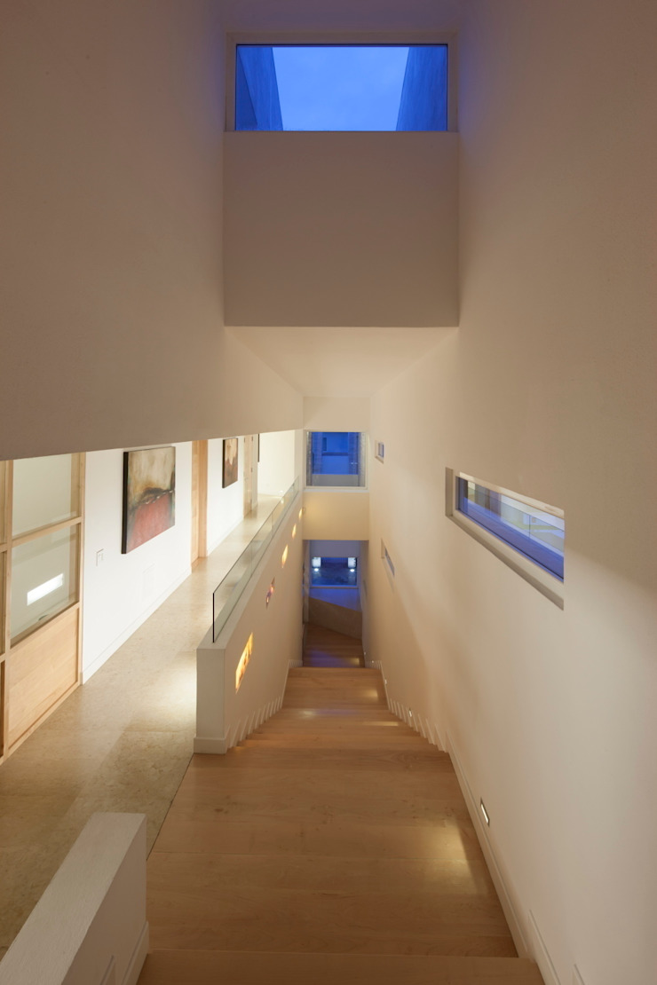 Modern Corridor, Hallway and Staircase by PLADIS Modern