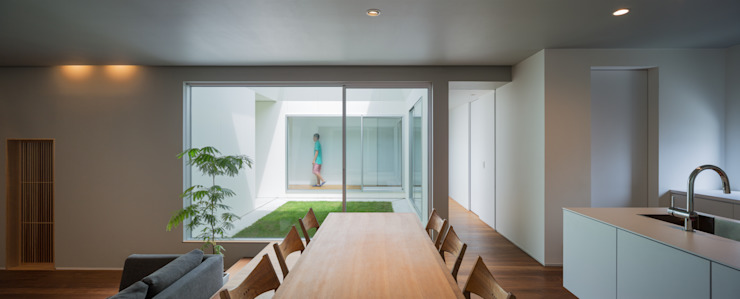 Comedores de estilo moderno de 末永幸太建築設計 KOTA SUENAGA ARCHITECTS Moderno