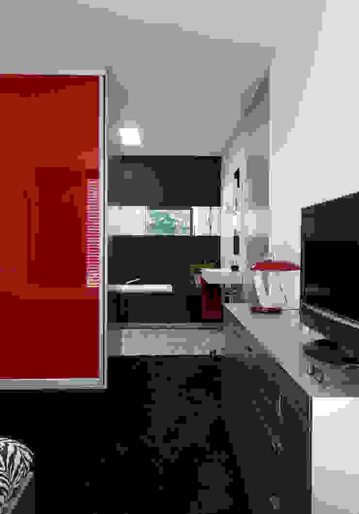 Modern bathroom by De Kovel architecten Modern