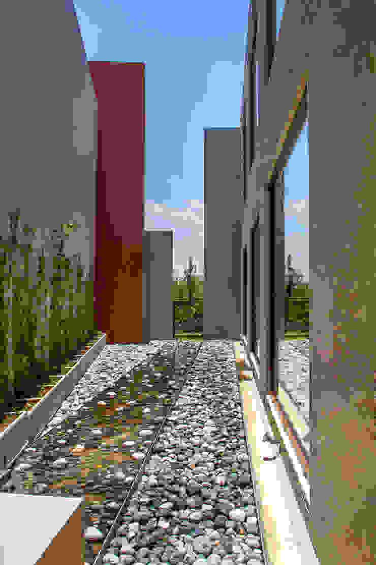 Maz Arquitectos Modern balcony, veranda & terrace
