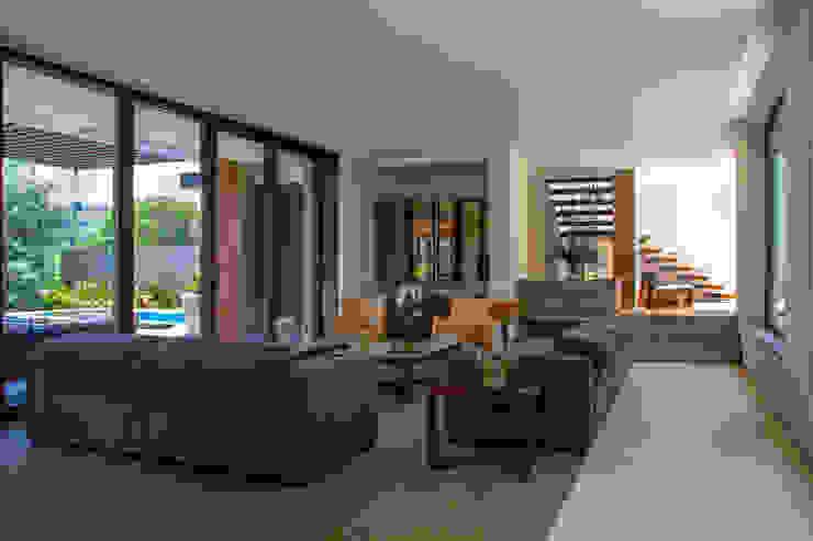 ห้องโถงทางเดินและบันไดสมัยใหม่ โดย Maz Arquitectos โมเดิร์น