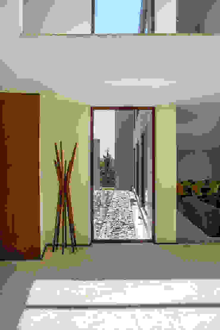 Maz Arquitectos Modern windows & doors