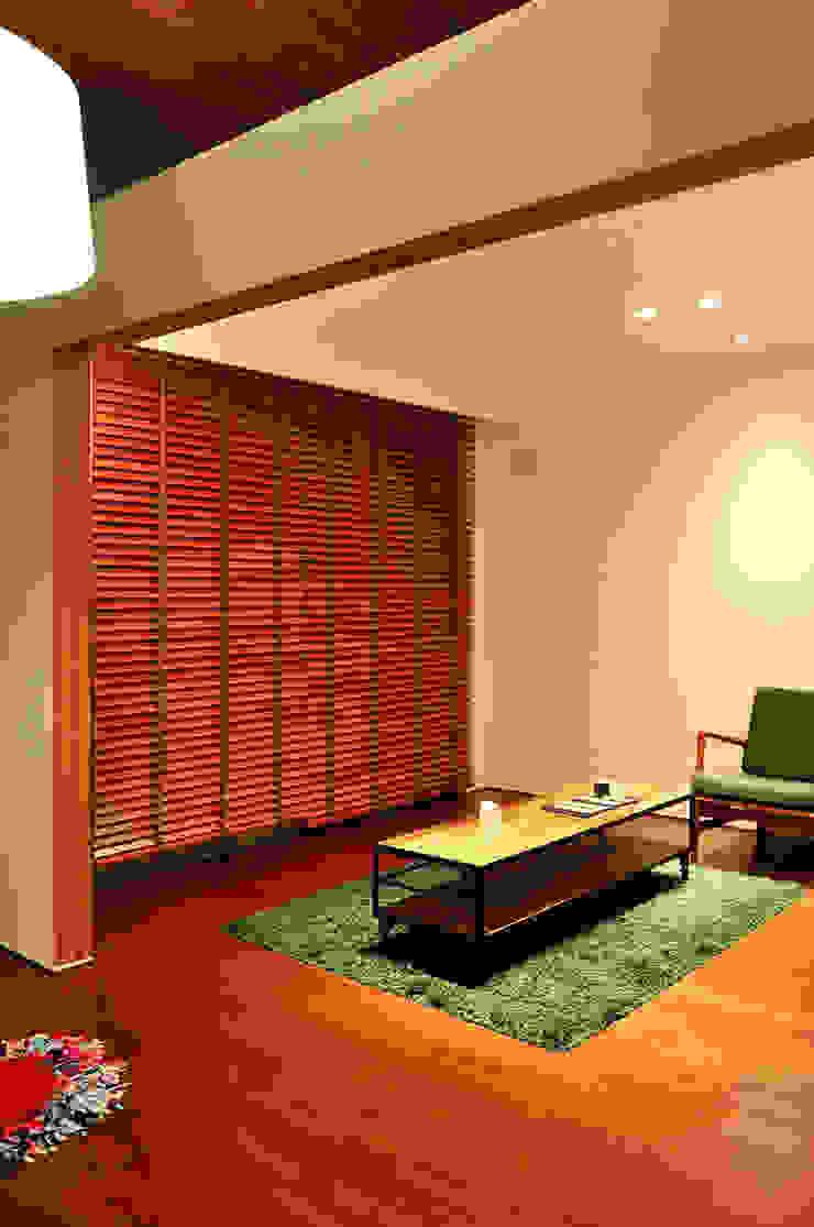 株式会社アトリエカレラ 现代客厅設計點子、靈感 & 圖片