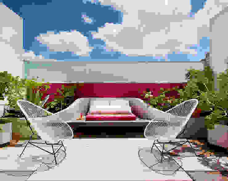 Modern style balcony, porch & terrace by Taller Estilo Arquitectura Modern
