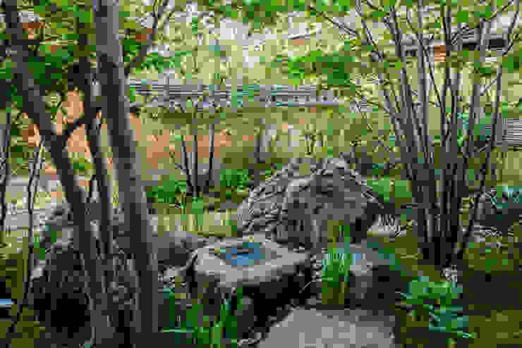 Modern Garden by 株式会社近江庭園 Modern