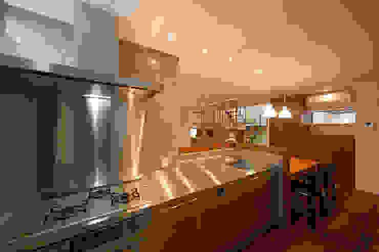 Modern style kitchen by アーキシップス京都 Modern