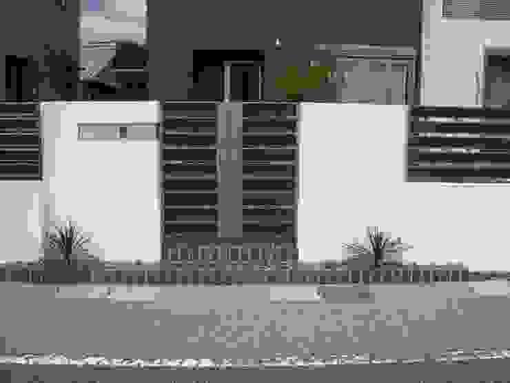 H様邸2: 山野興業 ガーデンスタイルなごみが手掛けた現代のです。,モダン