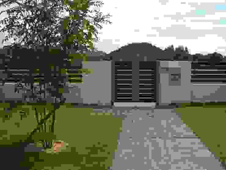 H様邸4: 山野興業 ガーデンスタイルなごみが手掛けた現代のです。,モダン