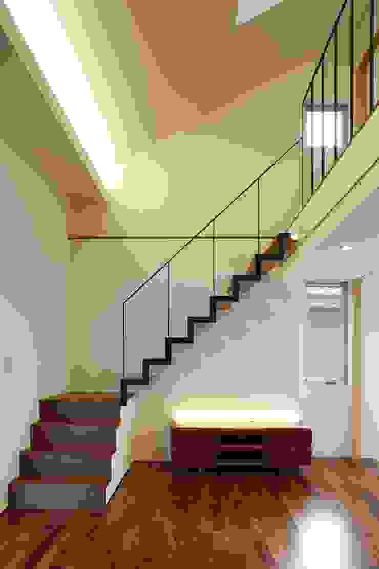 house-b モダンデザインの リビング の 株式会社山根一史建築設計事務所 モダン