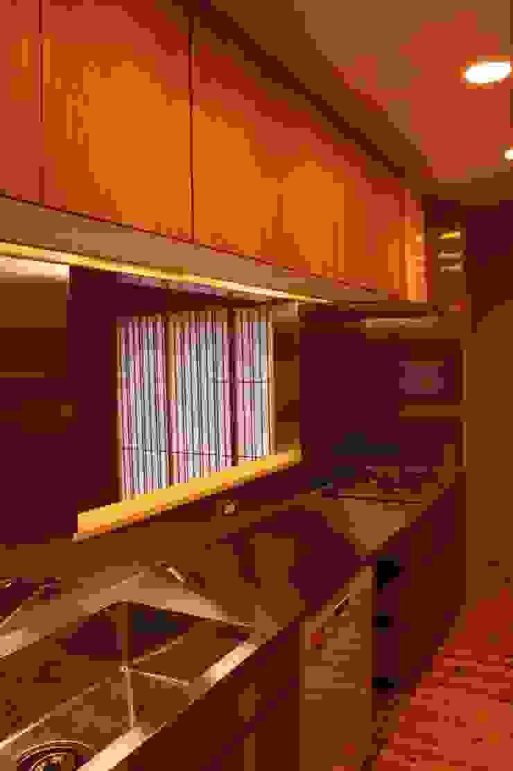 里山の麓の家 モダンな キッチン の 一級建築士事務所 CAVOK Architects モダン