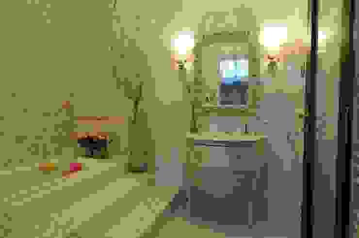 The House in Wonderland Ванная в классическом стиле от udesign Классический