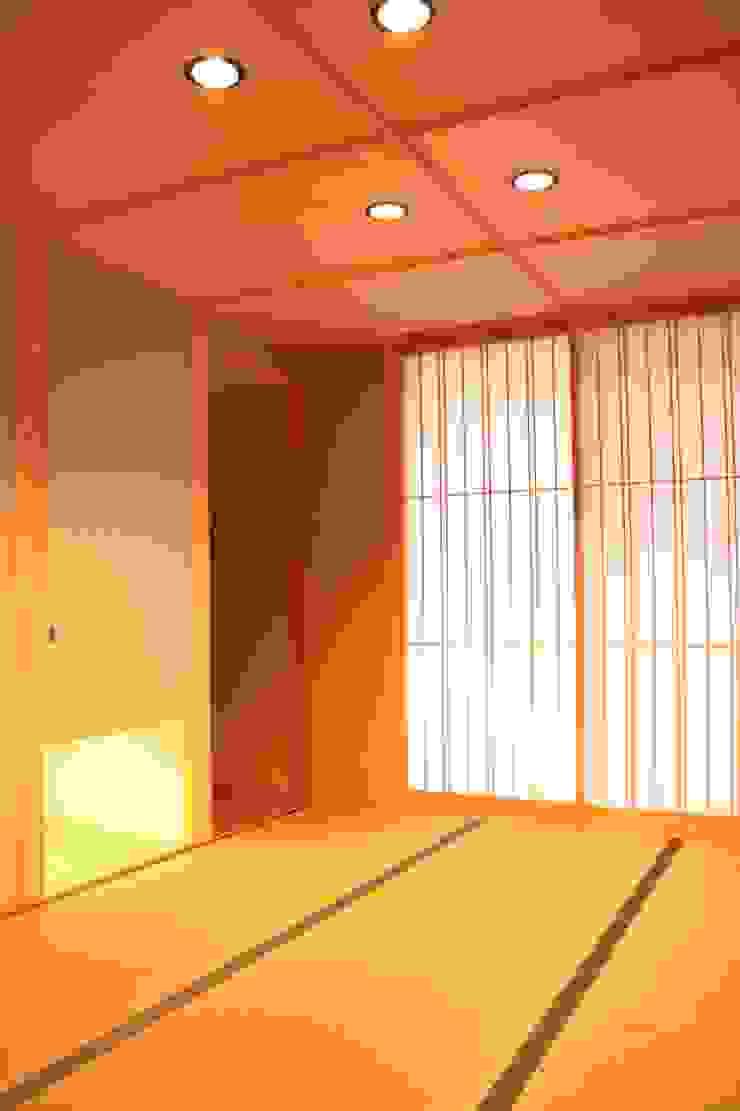 里山の麓の家 モダンスタイルの寝室 の 一級建築士事務所 CAVOK Architects モダン