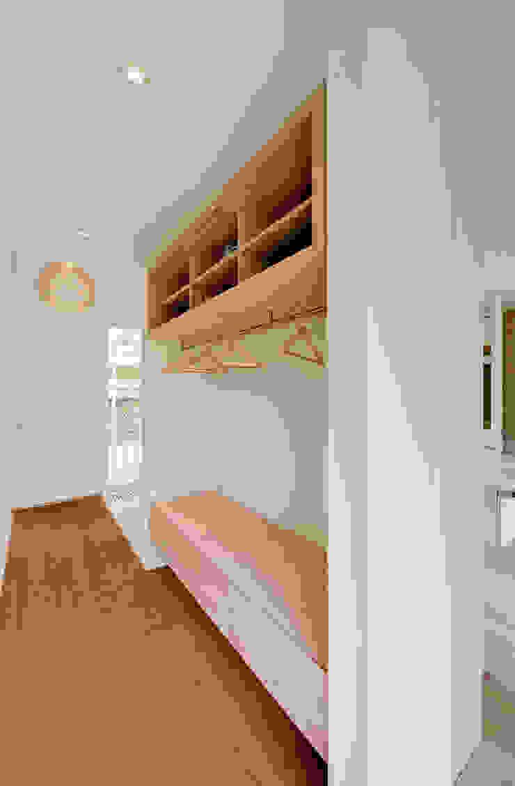 Möhring Architekten Corridor, hallway & stairs Clothes hooks & stands