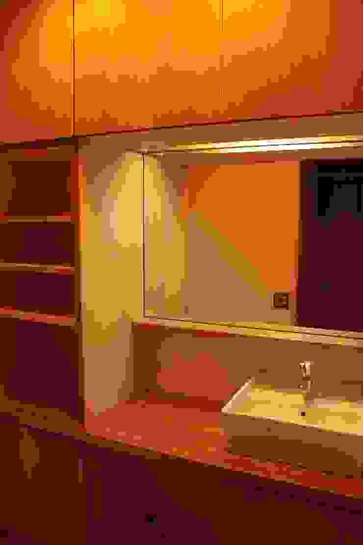 里山の麓の家 モダンスタイルの お風呂 の 一級建築士事務所 CAVOK Architects モダン