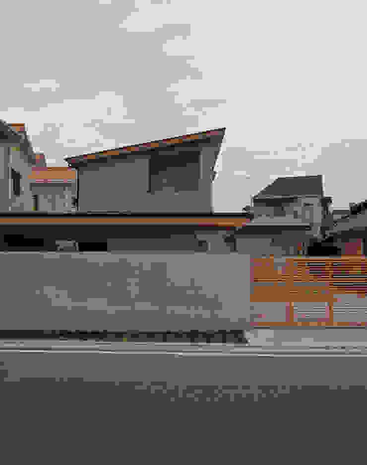 道路側外観 オリジナルな 家 の 堀内総合計画事務所 オリジナル