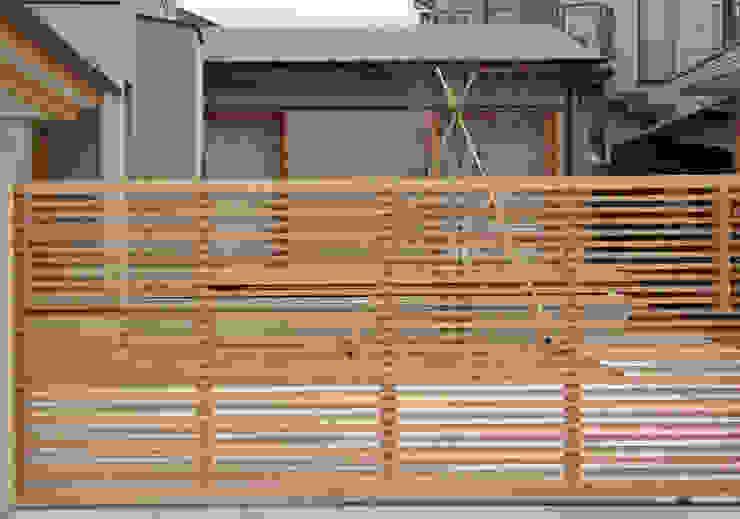 門扉 オリジナルな 家 の 堀内総合計画事務所 オリジナル