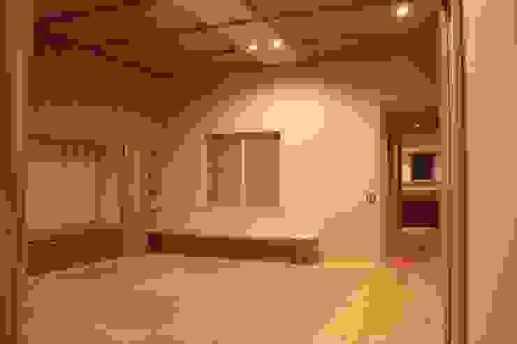 牟礼町の家 モダンデザインの リビング の 一級建築士事務所 CAVOK Architects モダン