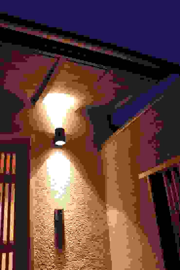 牟礼町の家 モダンな 壁&床 の 一級建築士事務所 CAVOK Architects モダン