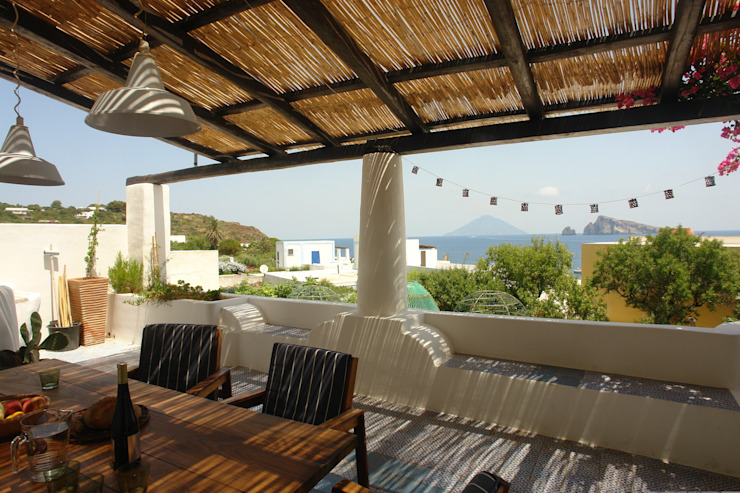Mediterranean style balcony, porch & terrace by Studio di Architettura Manuela Zecca Mediterranean