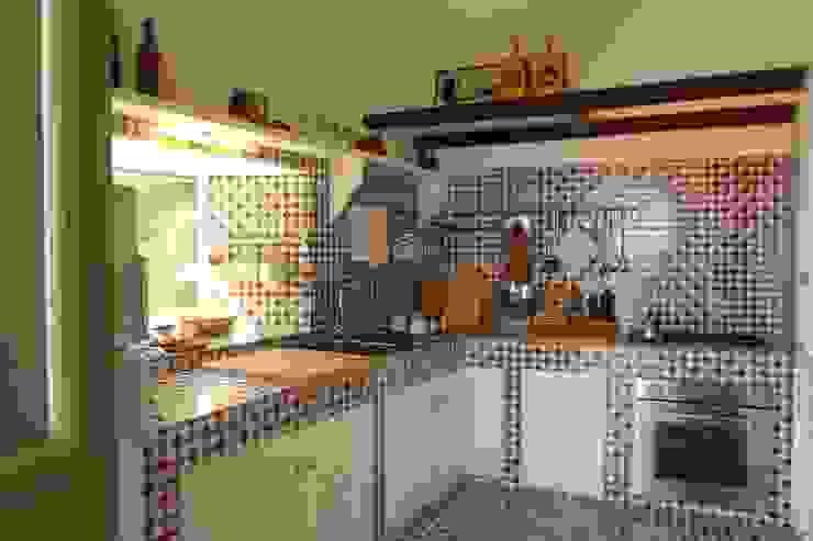 Kitchen by Studio di Architettura Manuela Zecca,