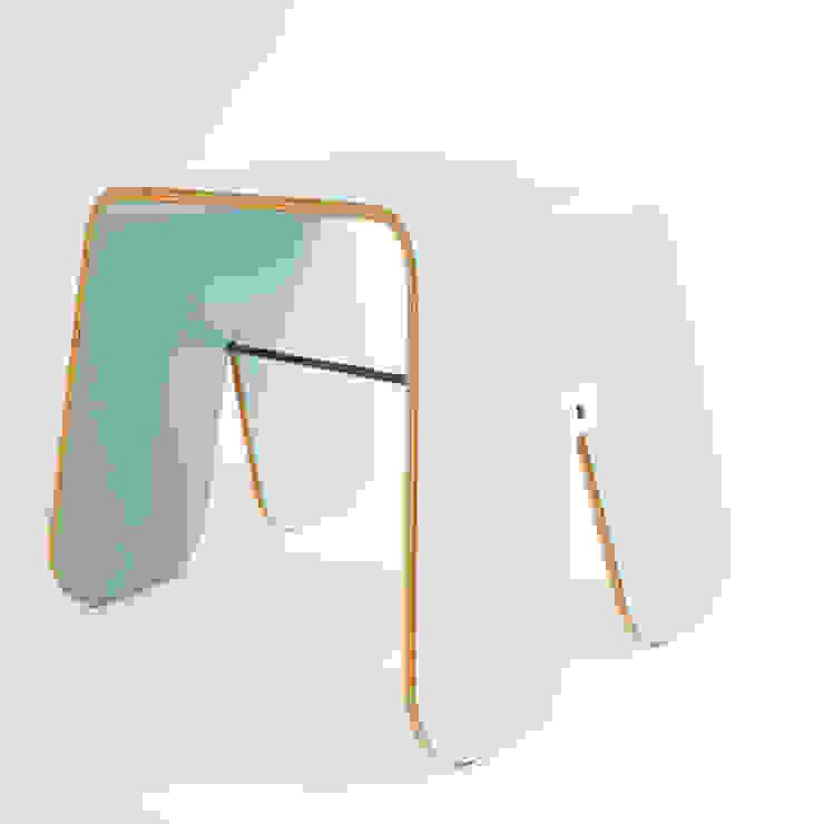 Stołek Królika. UAU project dla Brambla: styl , w kategorii Salon zaprojektowany przez Brambla