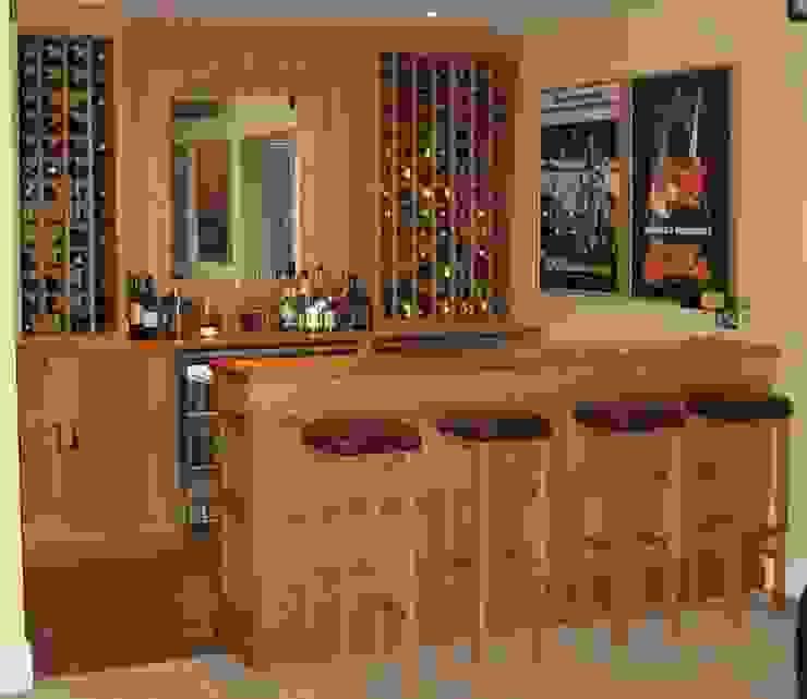 Home Bar Adegas clássicas por Nick Clarke, Cabinet Maker & Designer Clássico
