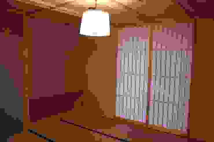 牟礼町の家 モダンスタイルの寝室 の 一級建築士事務所 CAVOK Architects モダン