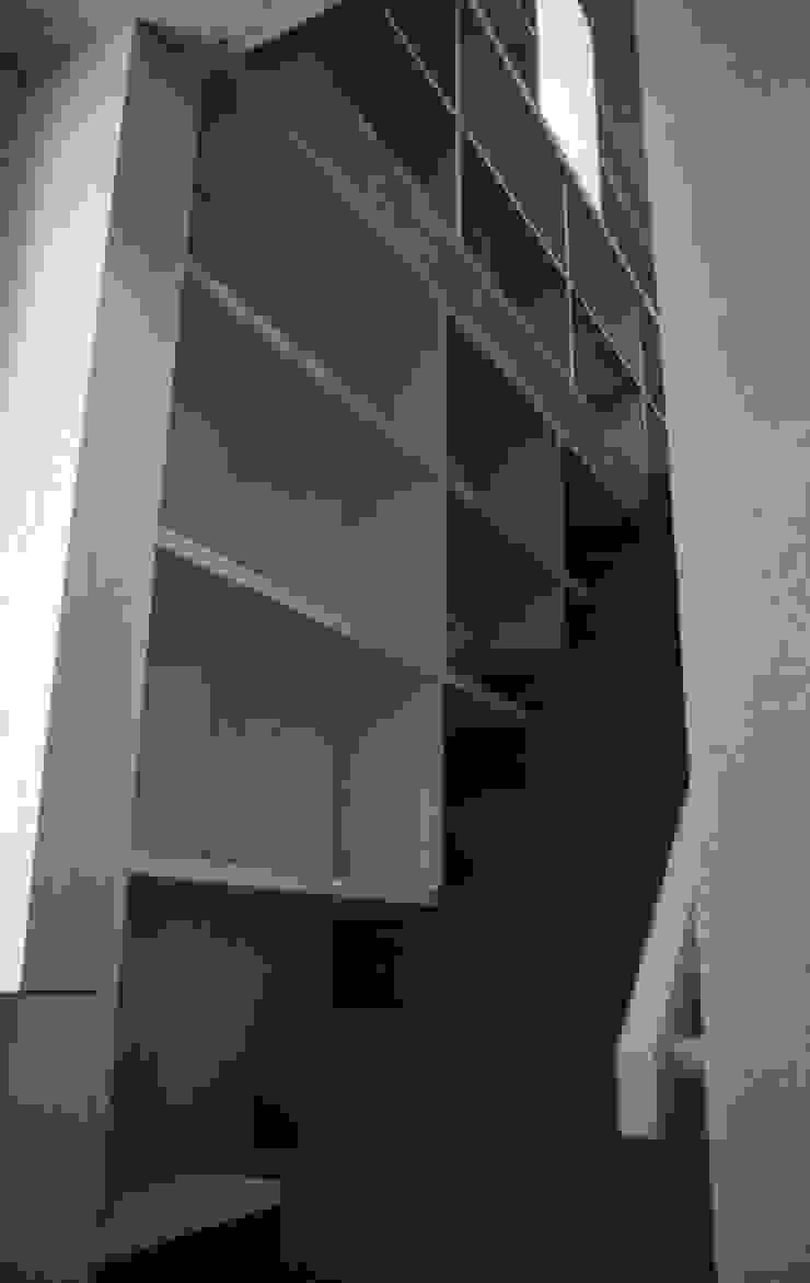 三条町の家 モダンスタイルの 玄関&廊下&階段 の 一級建築士事務所 CAVOK Architects モダン
