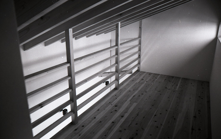 三条町の家 モダンデザインの ガレージ・物置 の 一級建築士事務所 CAVOK Architects モダン