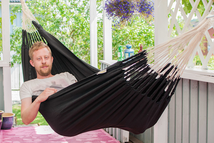 Black Cotton Knitted Hammock for One de Emilyhannah Ltd Escandinavo