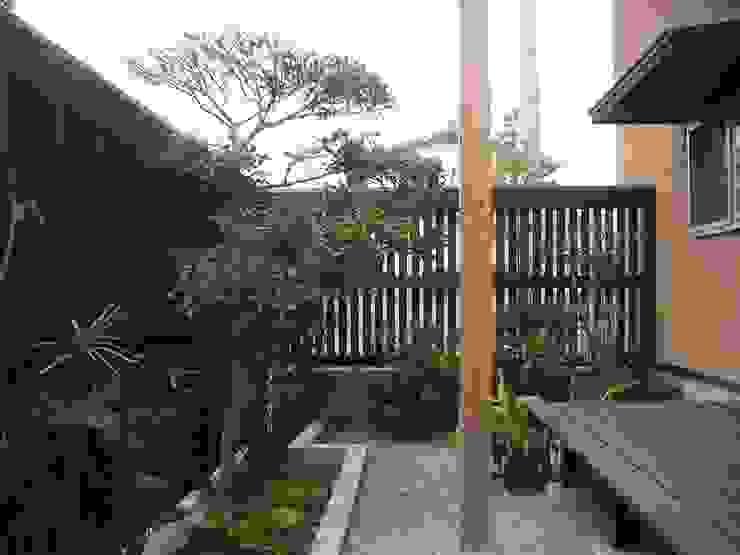 三条町の家 モダンな庭 の 一級建築士事務所 CAVOK Architects モダン