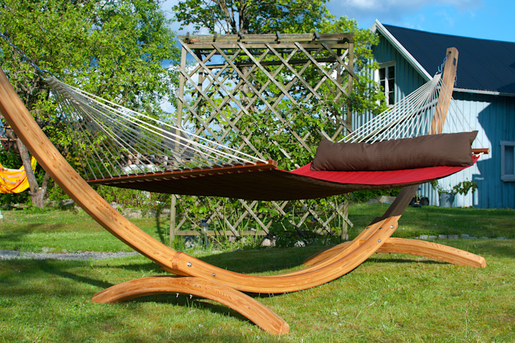 Brown and Red Double Padded Hammock with Spreader Bars od Emilyhannah Ltd Skandynawski