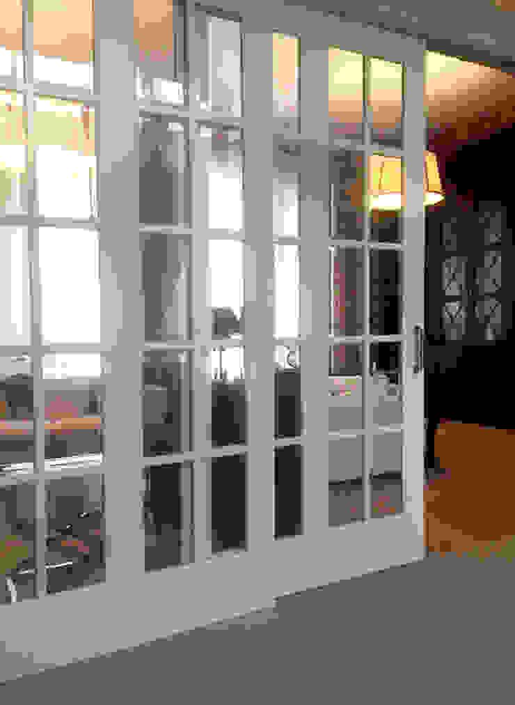 Фото раздвижных дверей Гостиная в классическом стиле от Дизайн студия Ольги Кондратовой Классический