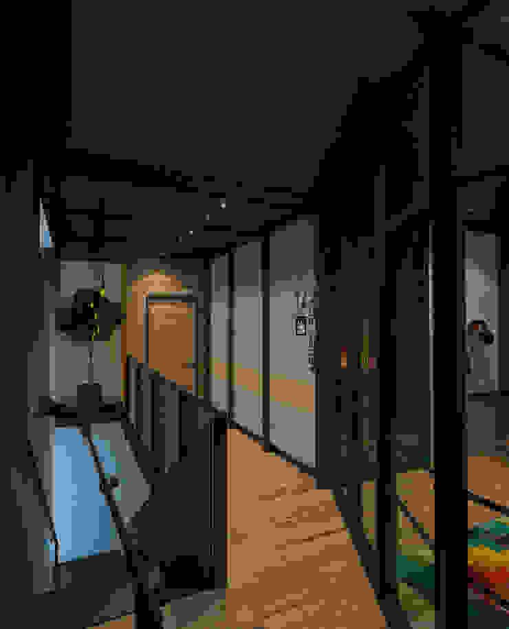 Коттедж в Подмосковье, 2 этаж Рабочий кабинет в стиле лофт от Дизайн - студия Пейковых Лофт