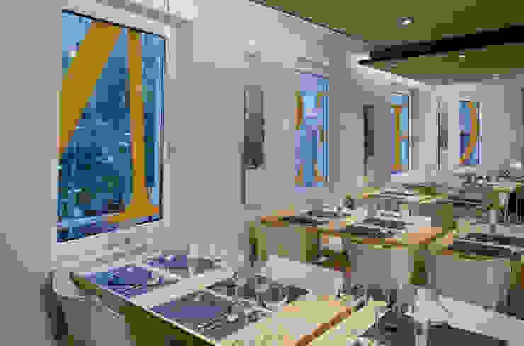 Restaurante Cheeseme - planta alta mirando hacia las ventanas Gastronomía de estilo minimalista de Daifuku Designs Minimalista