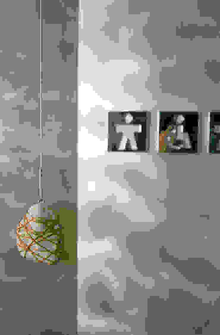 Cheeseme Restaurant - detalle de la puerta del aseo Gastronomía de estilo minimalista de Daifuku Designs Minimalista