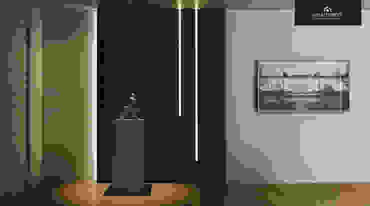 Una abitazione anni '70 riportata a nuovo splendore Ingresso, Corridoio & Scale in stile moderno di HP Interior srl Moderno