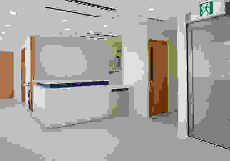 内科受付 オリジナルな病院 の 堀内総合計画事務所 オリジナル