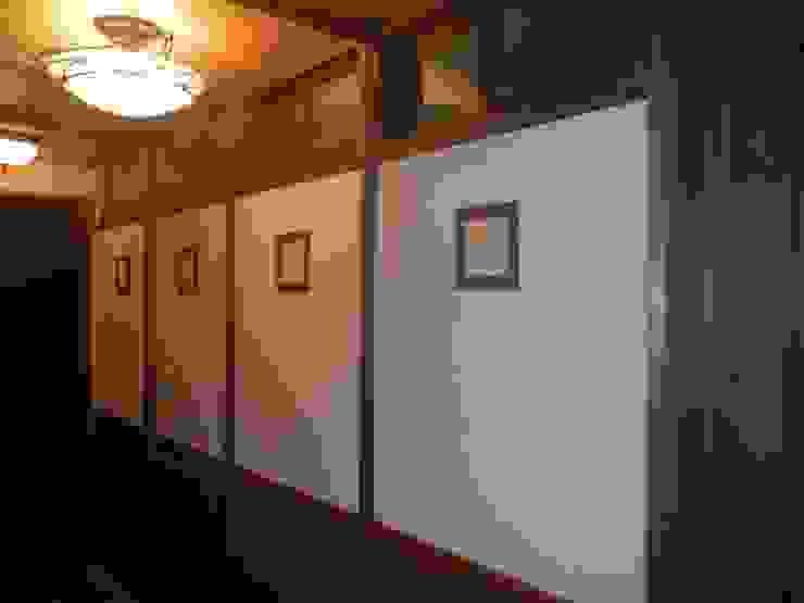 深い軒の家 和風の 玄関&廊下&階段 の 志賀建築設計室 和風