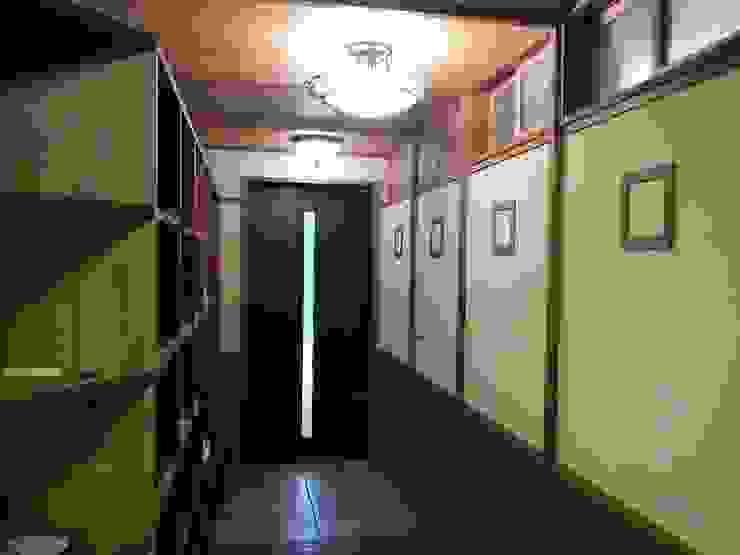 深い軒の家: 志賀建築設計室が手掛けたアジア人です。,和風