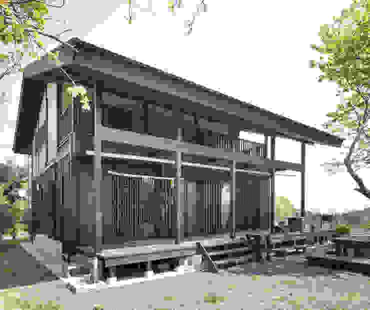 深い軒の家 モダンな 家 の 志賀建築設計室 モダン
